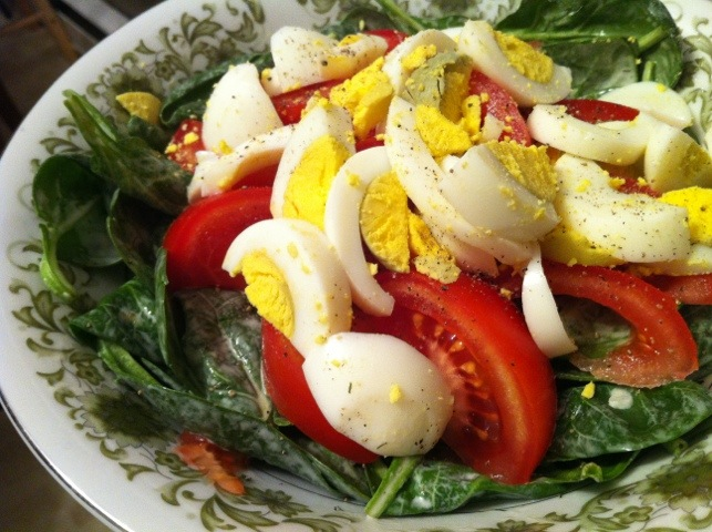 spinach, tomato, and egg salad